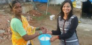 La journaliste Purnima Sri Iyer a été l'une des premières à participer au Rice Bucket Challenge