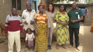 Une de nos membres en visite chez les agriculteurs à Glazoué